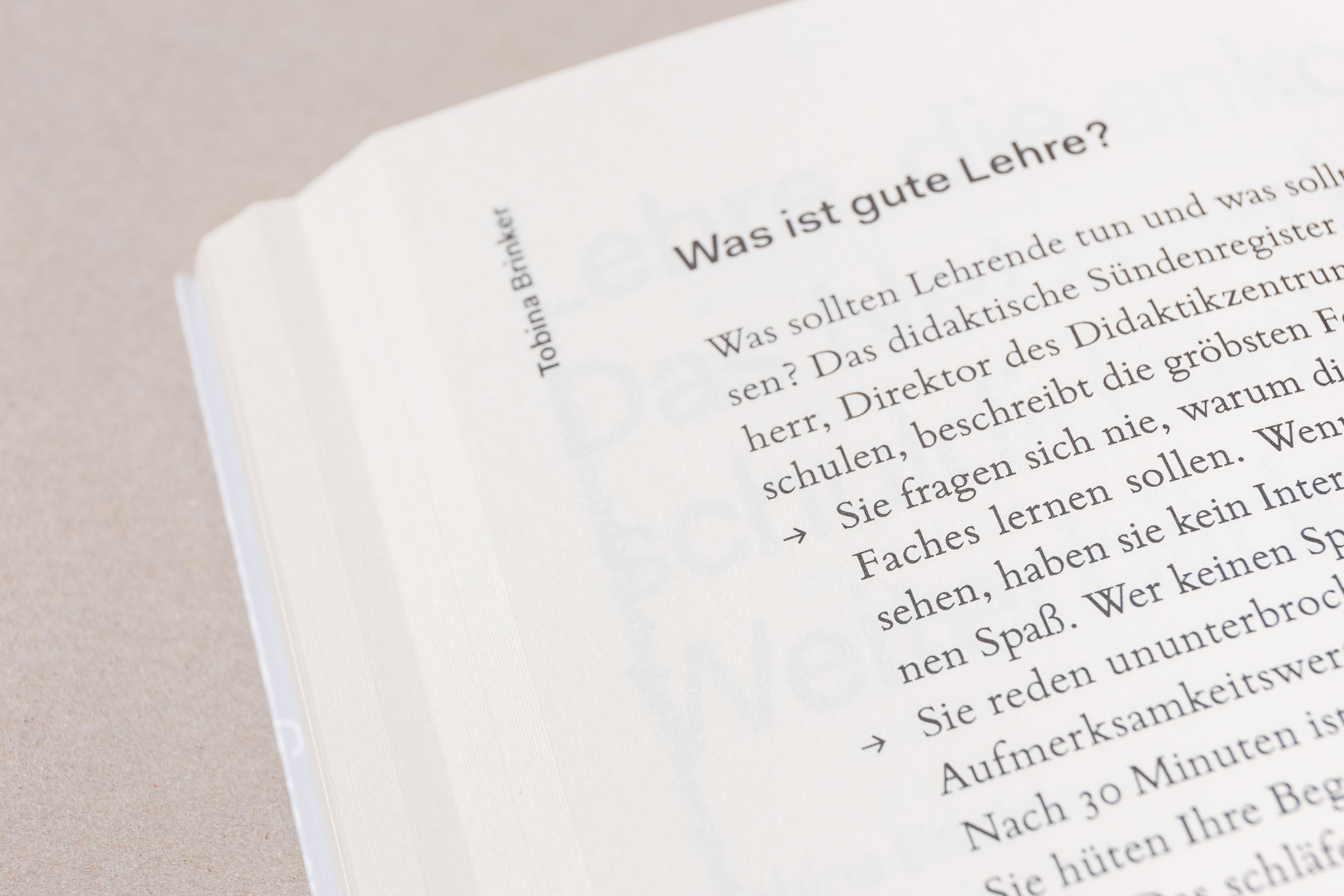 Detail Typografie, Bildung anführen